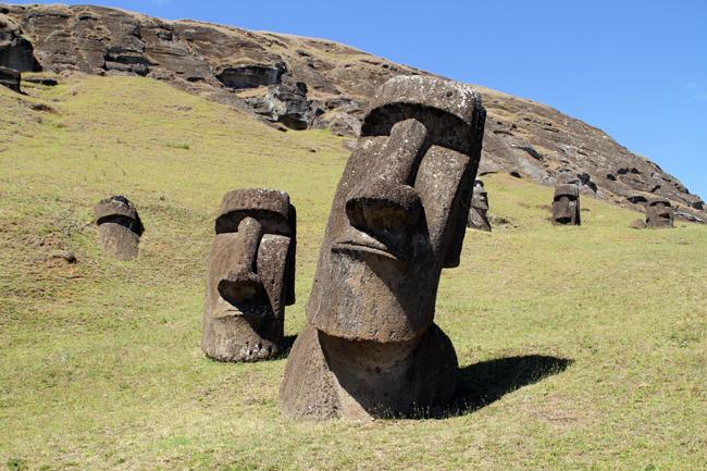Resultado de imagem para moai